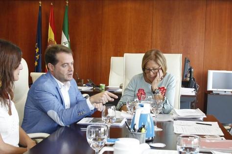 20150915-alcalde-exige-a-Junta-que-construcción-colegio-El-Almendral-comience-ya