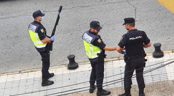 Vecinos de San Juan de Aznalfarache reciben a la Policía a pedradas